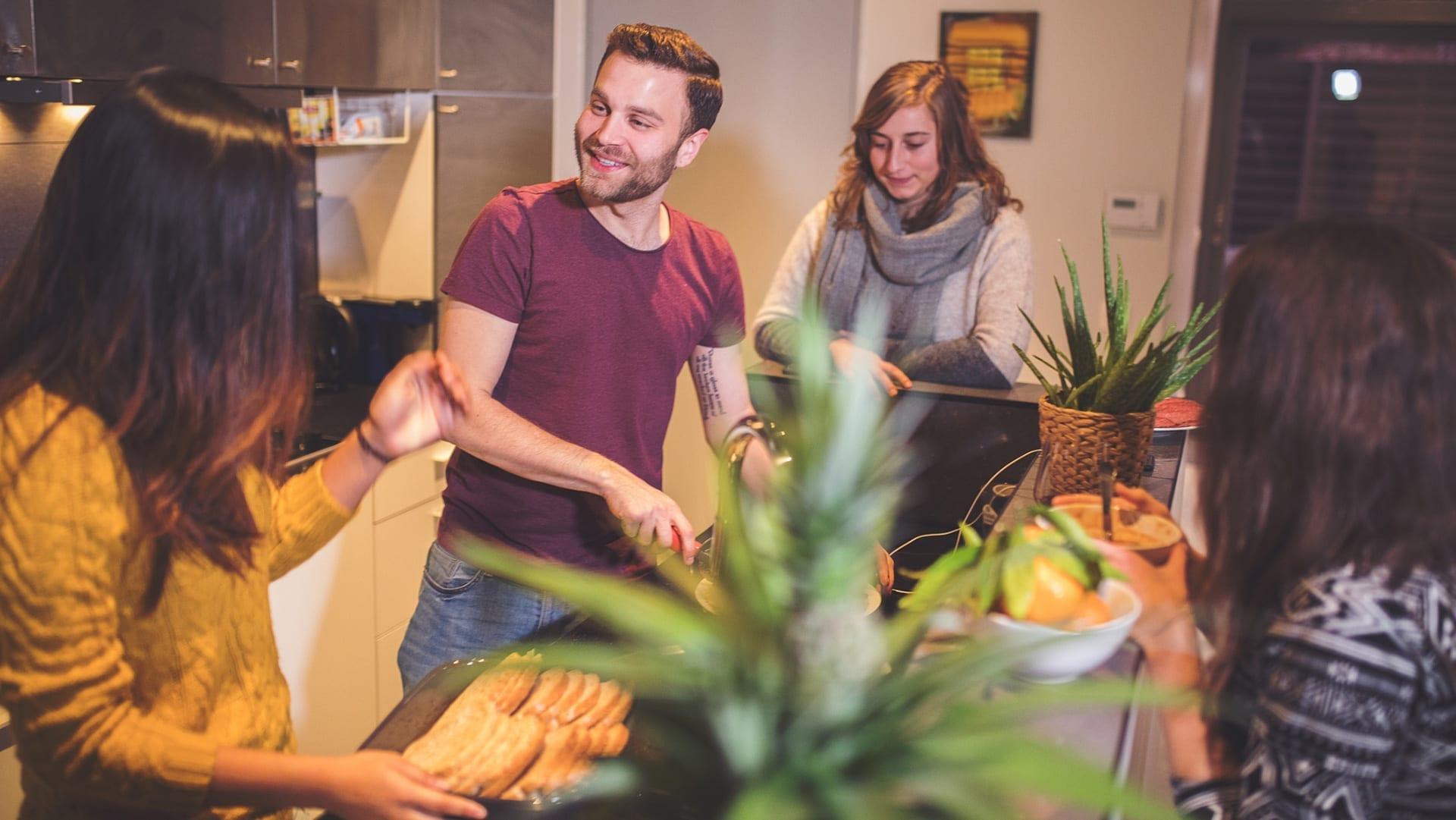 kochende Mitbewohner
