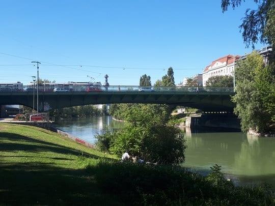 Die Friendensbrücke