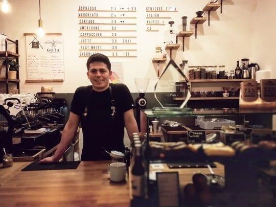 Barista Vargas im Gota Coffee