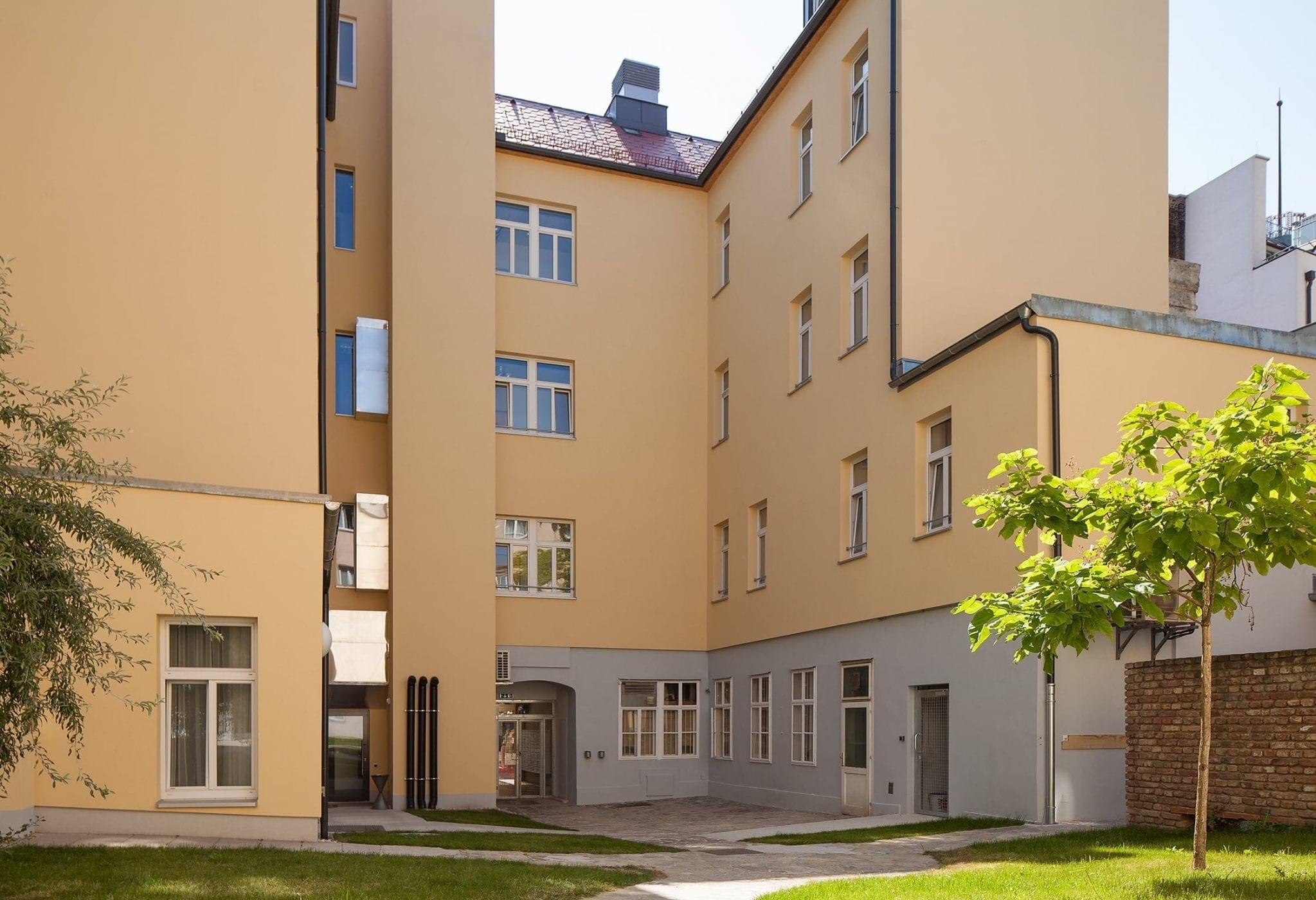 Innenhof und Gebäude