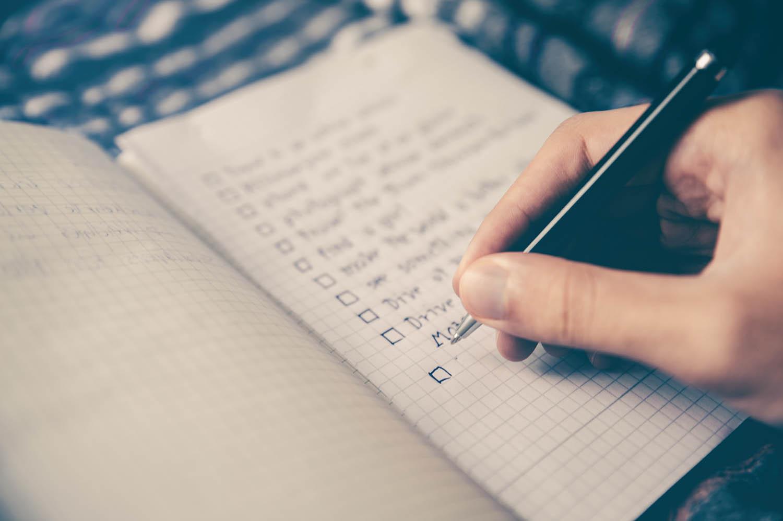 Ein Heft mit lauter Checklisten zum Abhaken
